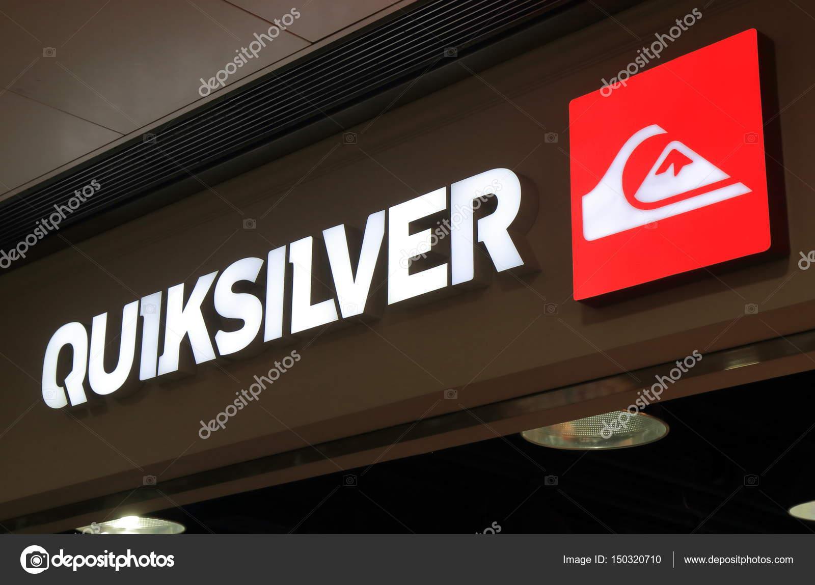 Marca de moda Quicksilver — Fotografia de Stock Editorial ... 3e4af1209f