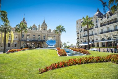 The famous casino in the center of Monte Carlo