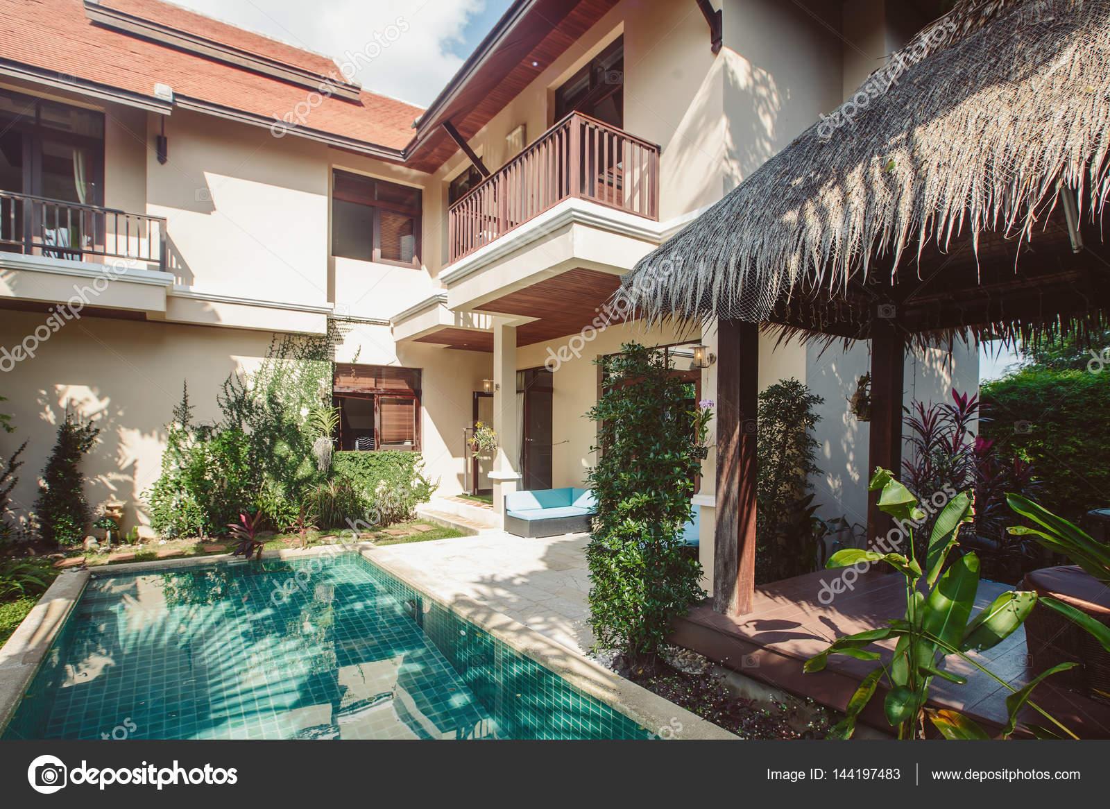 Interni Villa Di Lusso : Villa di lusso con interni piscina u foto stock annatamila