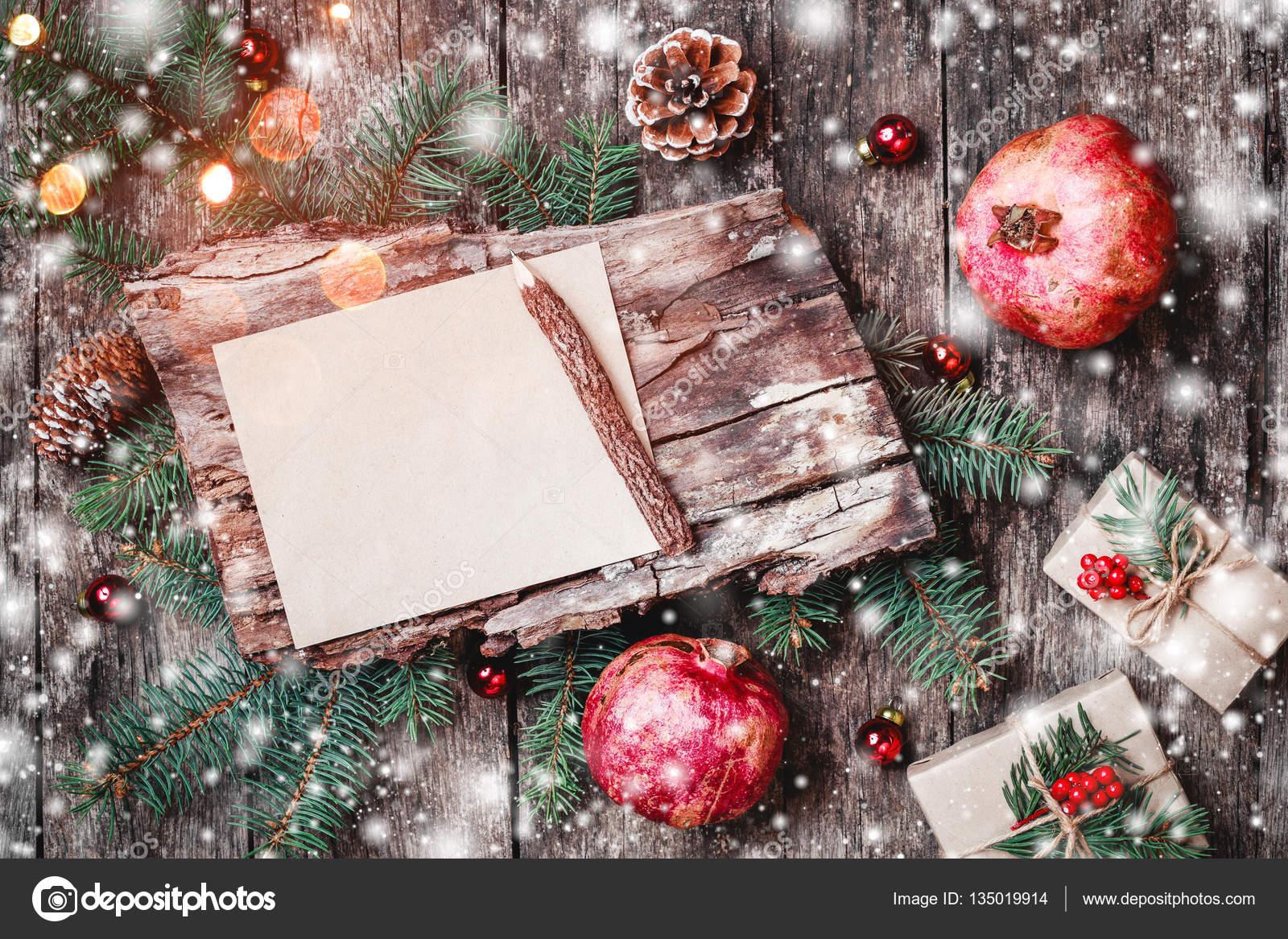 Regali Di Natale In Legno.Lettera Di Natale Su Fondo Di Legno Con Regali Di Natale Melograno