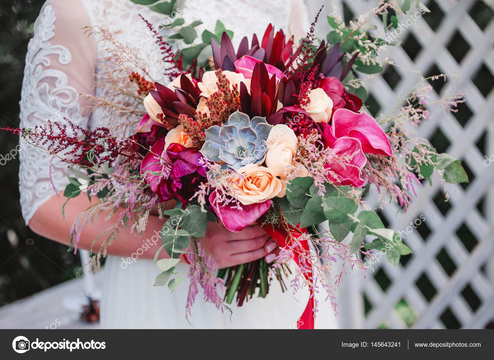 Свадебный букет невесты из тюльпанов и розовых, доставка букетов по вышгороду украина