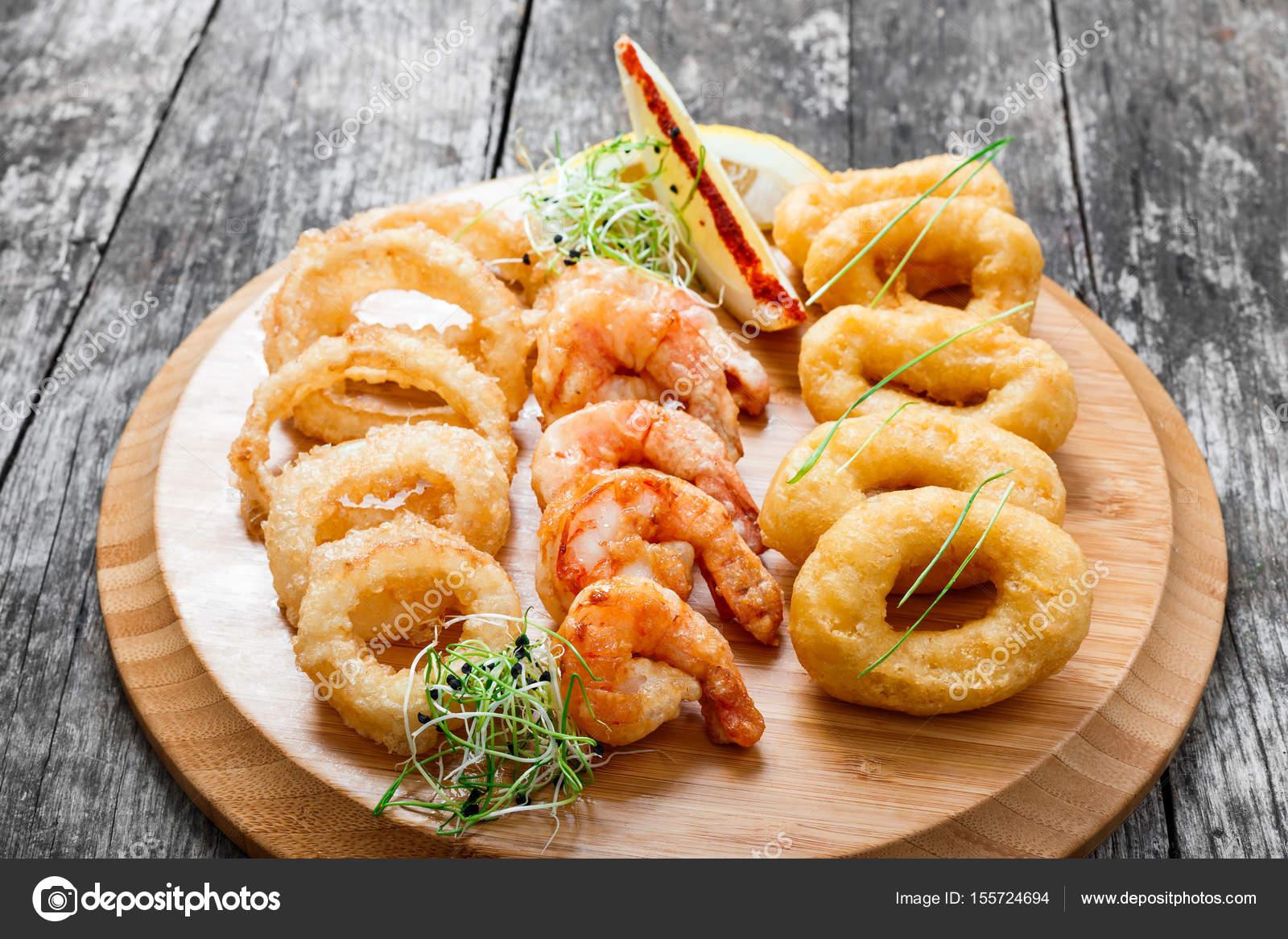 Deniz ürünleri tabağı ile derin kızarmış kalamar halkaları 76e4bbf409