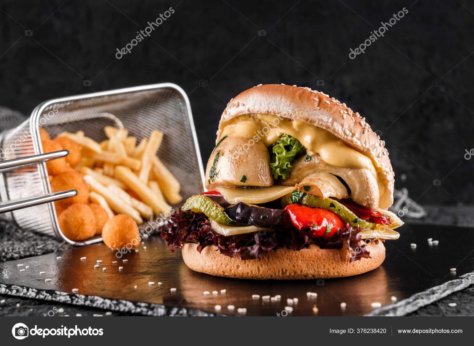 Обои котлета, Сэндвич, hamburger, Meat, Гамбургер, tomatoes, салат, булочка, Fast food, картошка фри, фастфуд, соус. Еда foto 17