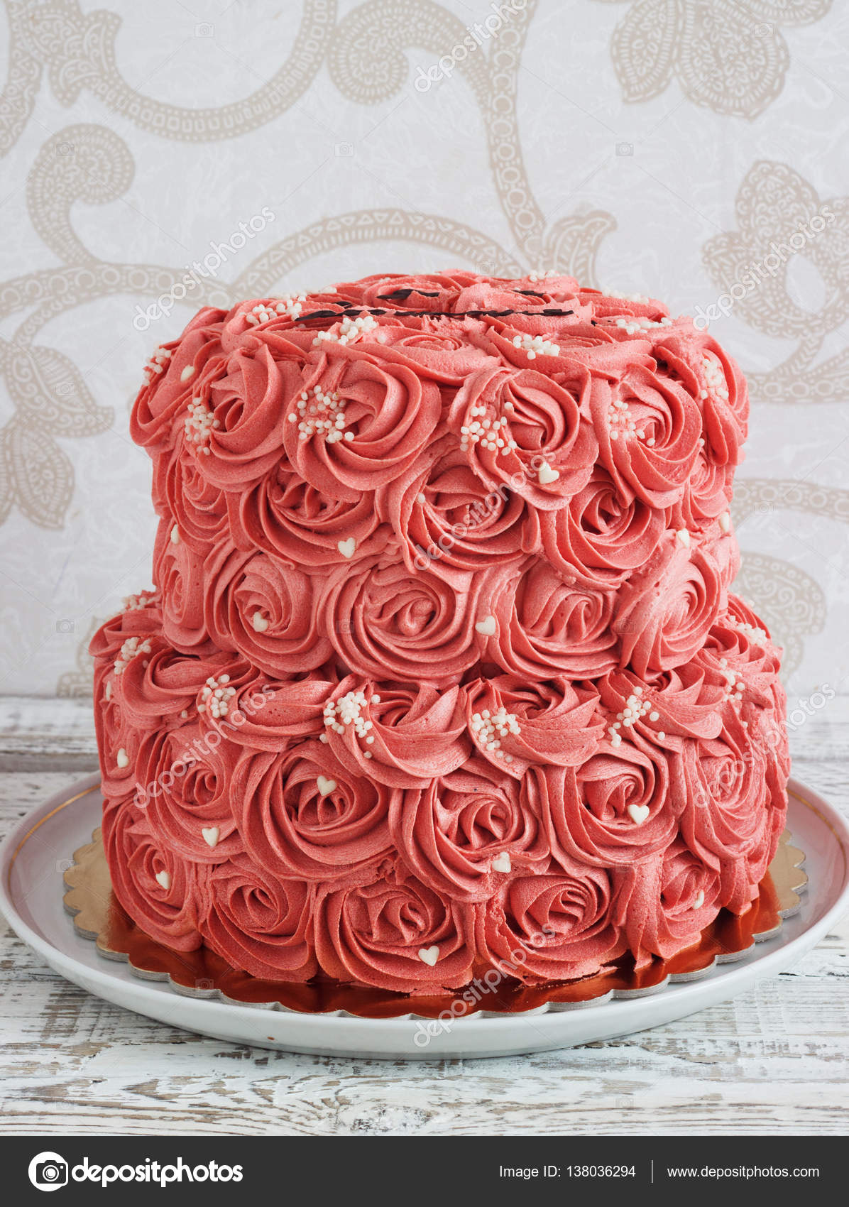 Zwei Klassen Kuchen Mit Creme Rosen Stockfoto C Oksanayasiuchenia