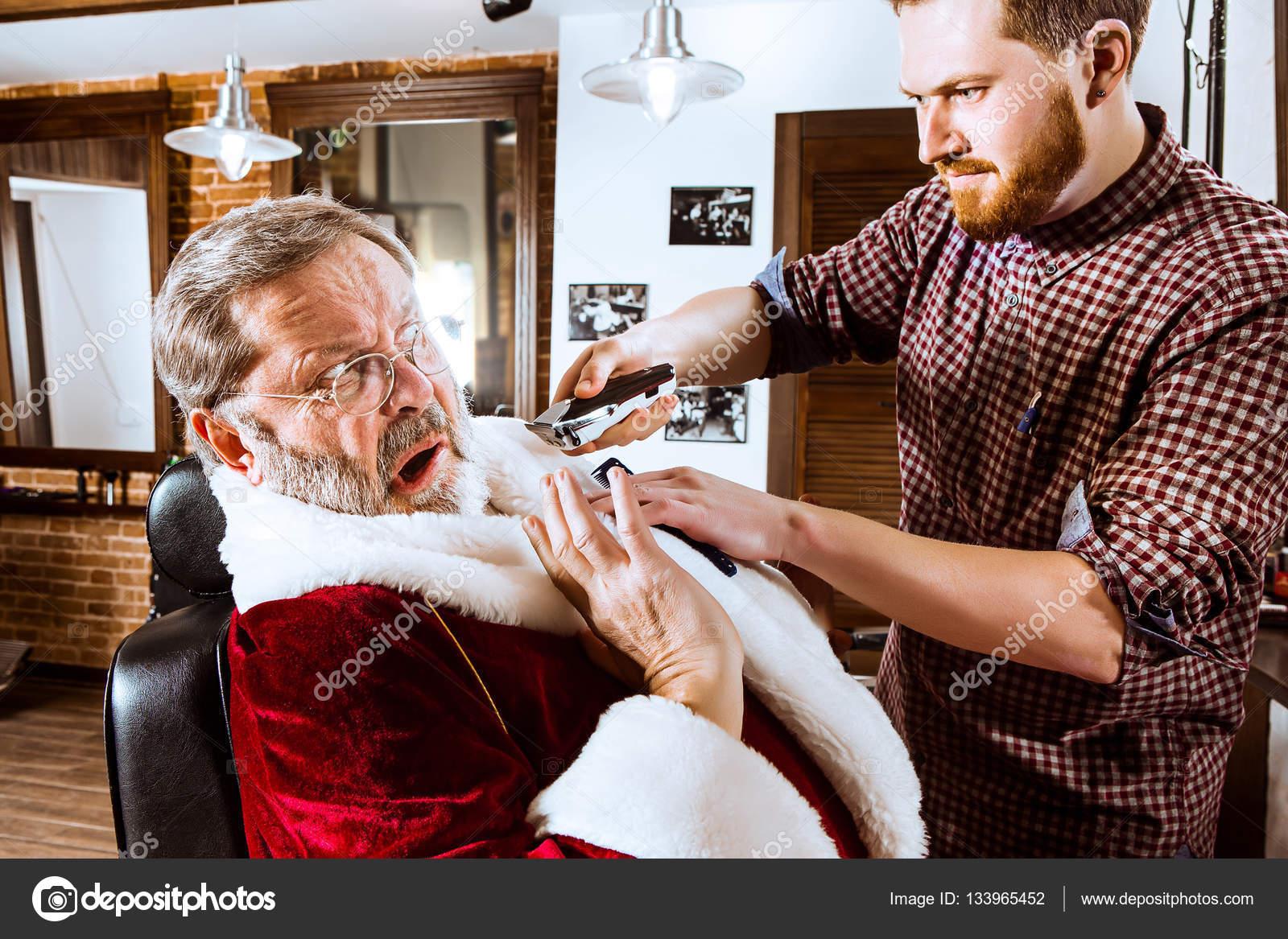 Papai noel a barba do barbeiro pessoal — stock photo