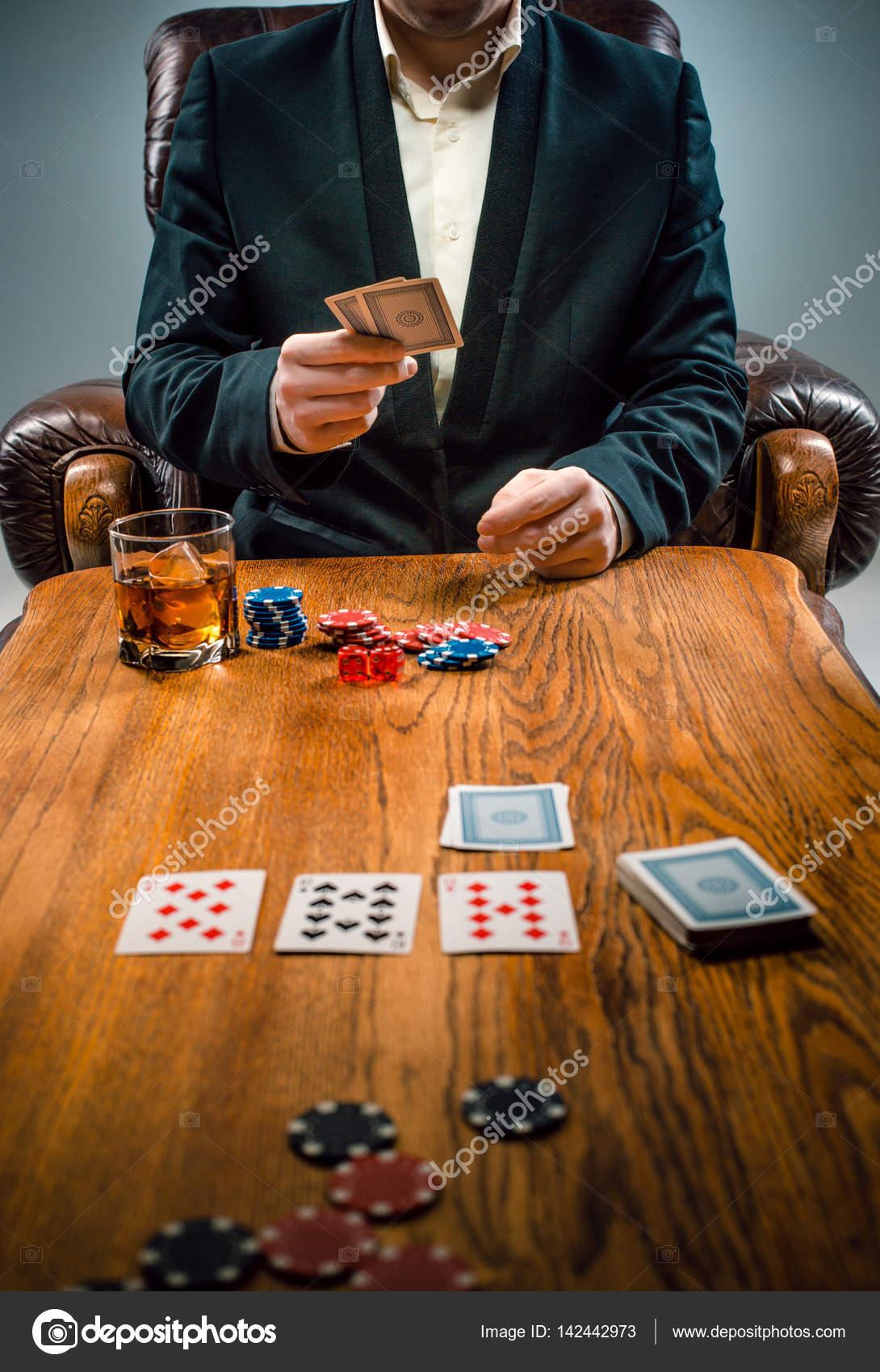 Las Fichas Para Juegos Beber Y Jugar A Las Cartas Foto De Stock