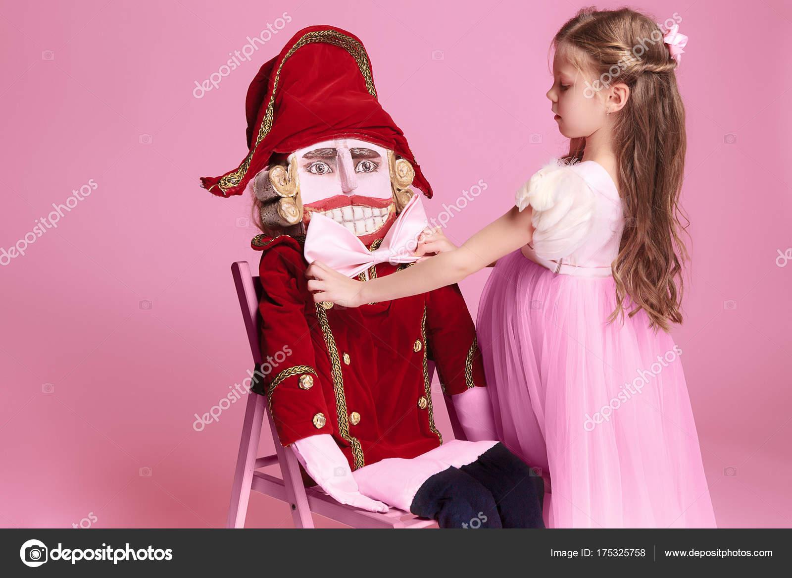 La bailarina belleza con Cascanueces — Foto de stock © vova130555 ...