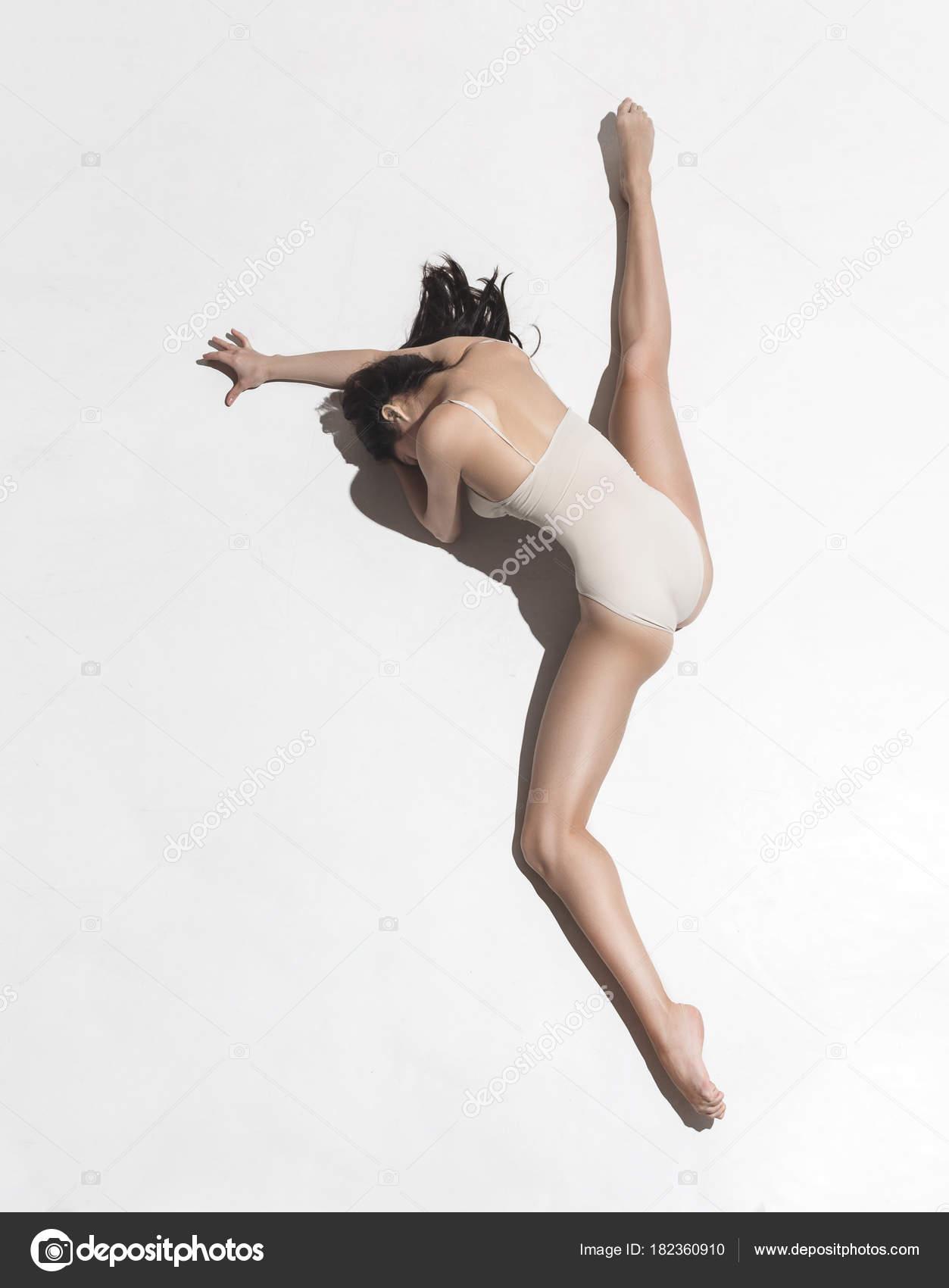 Ретро итальянские у танцовщиц под платьем фото деревне разделись