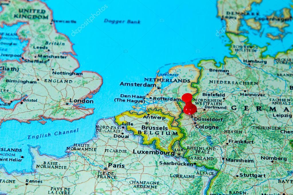 Düsseldorf Karte.Düsseldorf Fixiert Auf Einer Karte Von Europa Stockfoto