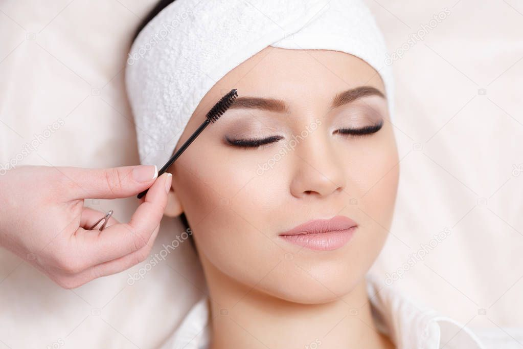 Коррекция бровей косметолог