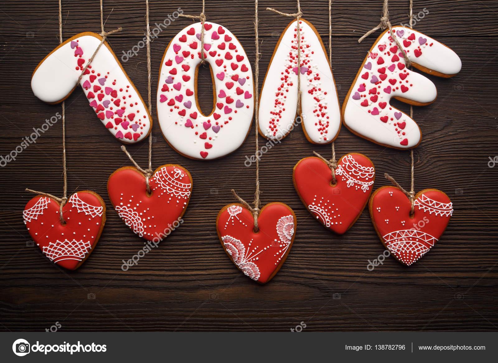 Rubans De Pains Dépice Pour Saint Valentin Sur Fond En Bois