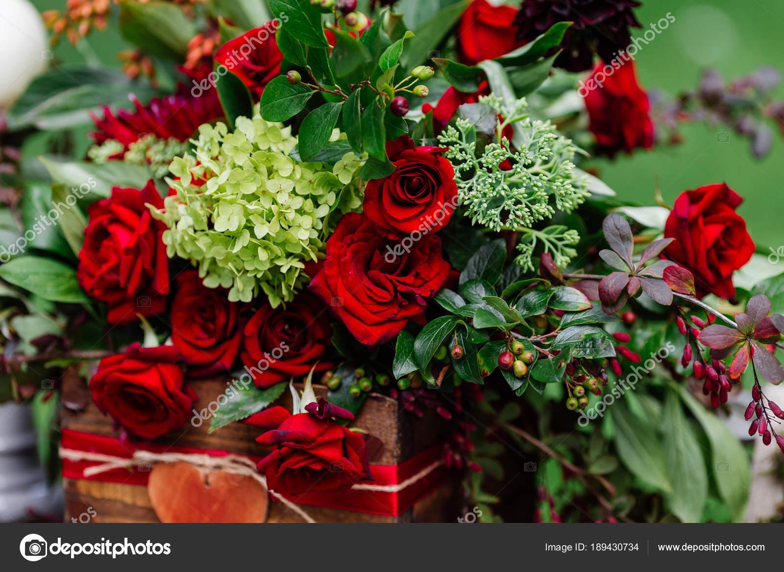 Hochzeit Tischdekoration Blumen Komposition Mit Rosen Beeren