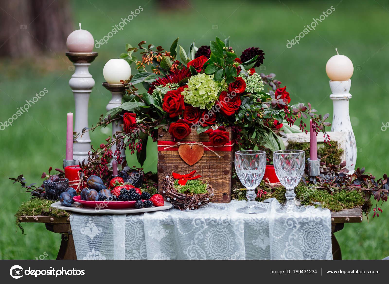 Hochzeit Tischdekoration Stuhle Und Kerzen Blumen Keramisches