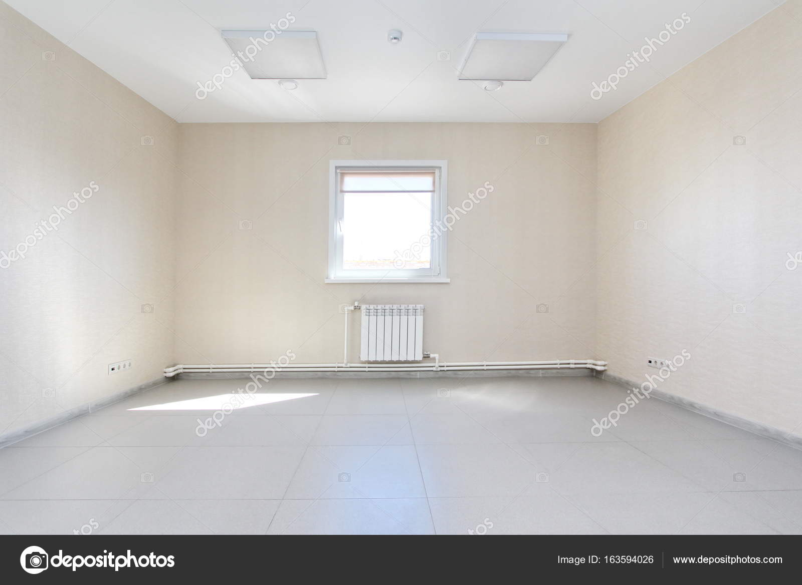 Interior empty office light room with white wallpaper unfurnished in ...