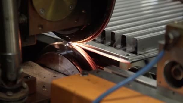 High-tech robotické linky pro svařování topení radiátory
