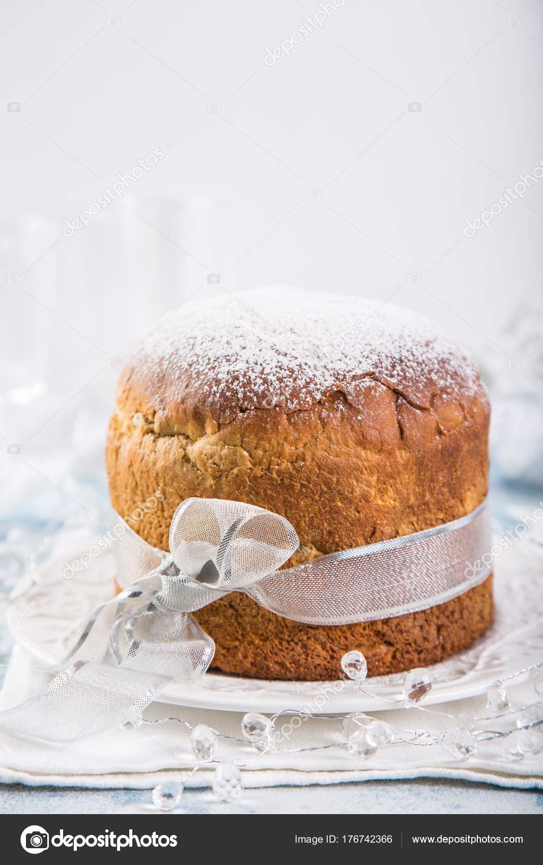 Panettone. Traditional italian Christmas cake with raisins and d ...