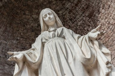 Close-up of Our Lady with open arms