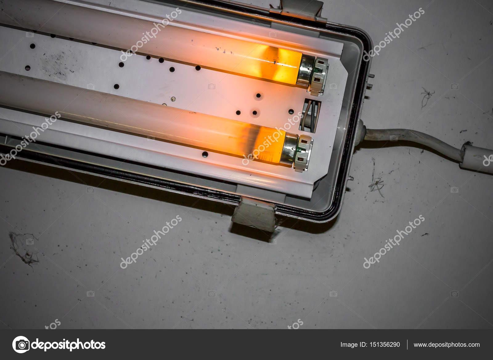 Lampada Al Neon Rotto Foto Stock C Germanopoli 151356290
