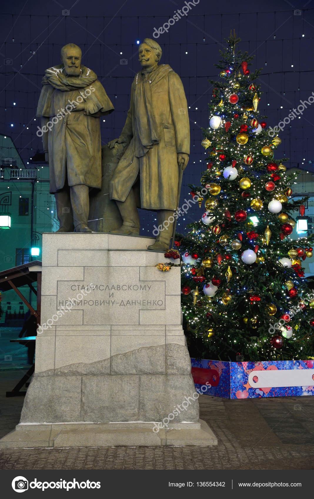 Denkmal von Stanislawski und Nemirowitsch-Dantschenko in Chamberlain ...