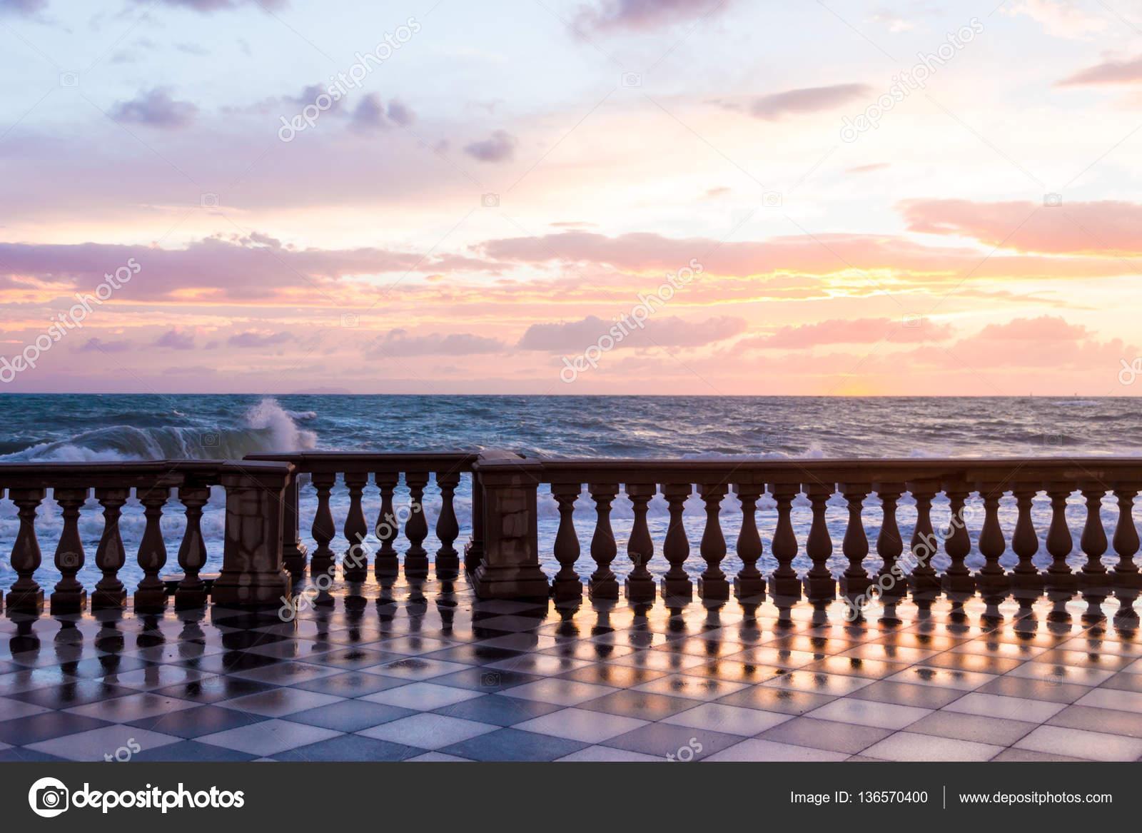 Terrazza Mascagni a Livorno, Italia — Foto Stock © digitalsignal ...