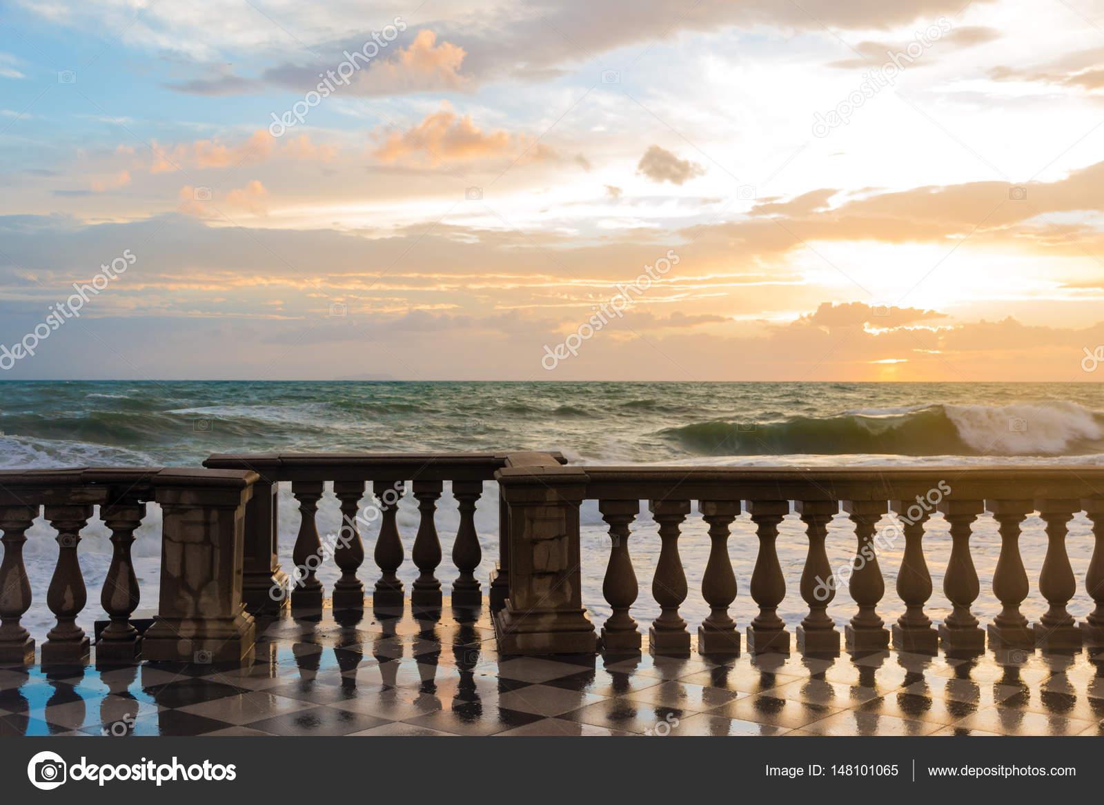 Das Terrazza Mascagni ist ein Belvedere in Livorno, Italien ...