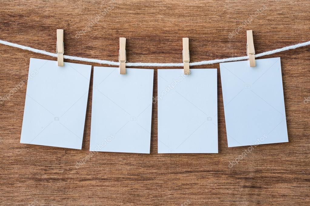 vaciar cuatro marcos de foto colgada con pinzas para la ropa — Foto ...
