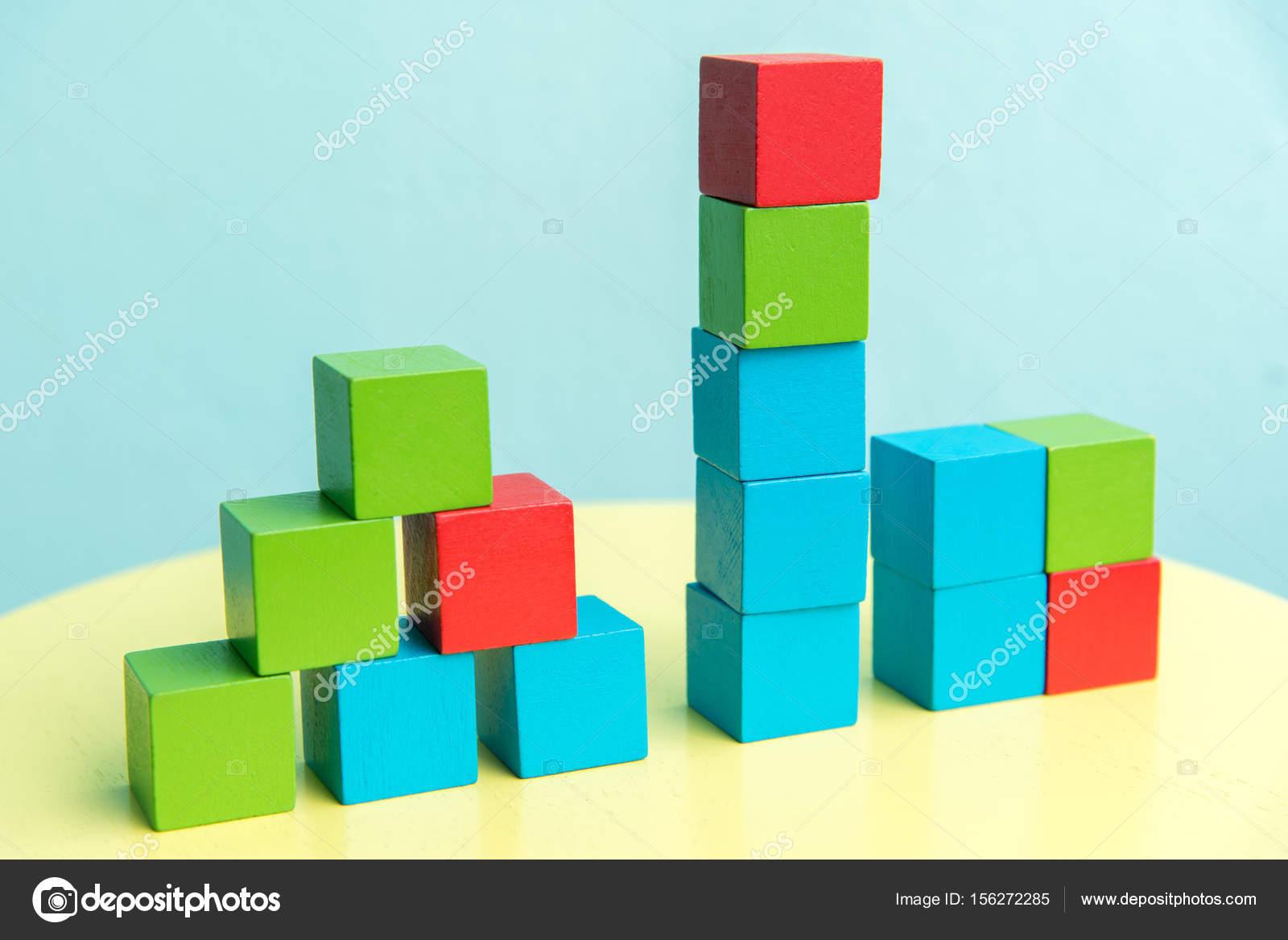 Pile color de blocs de construction bois cube photographie kwanchaidp 156272285 for Construction cube bois