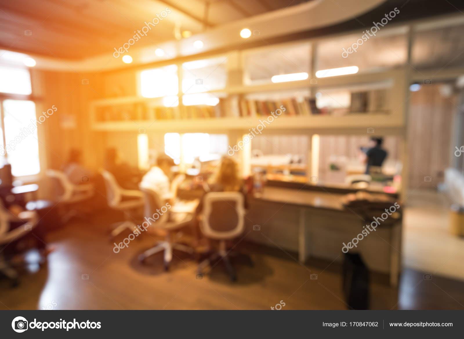 Resumen gente borrosa en el espacio de trabajo de co para el fondo ...