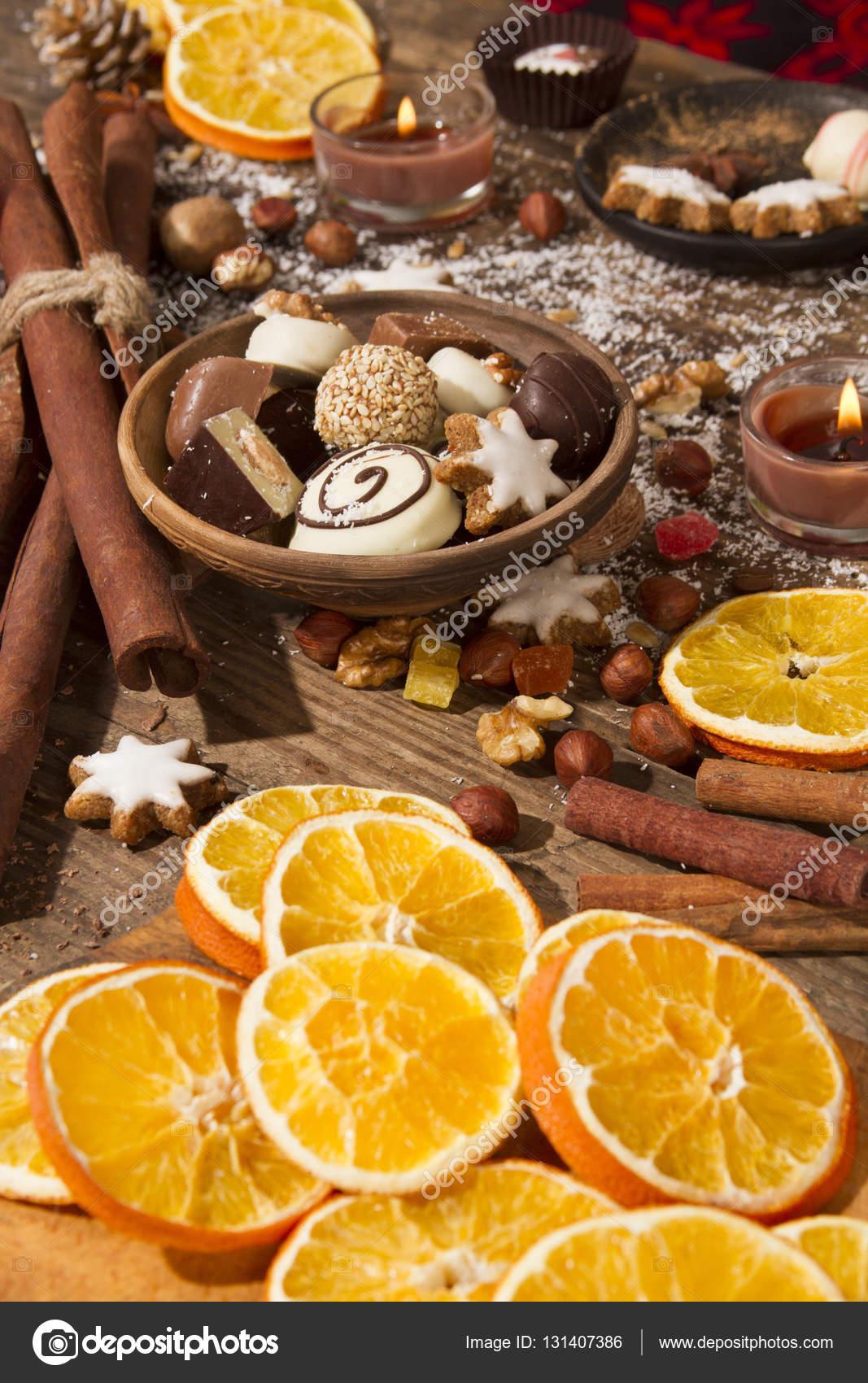 Decorazioni Natalizie Con Arance Essiccate.Decorazione Di Natale Cibo Con Fette Di Arance Essiccate Foto