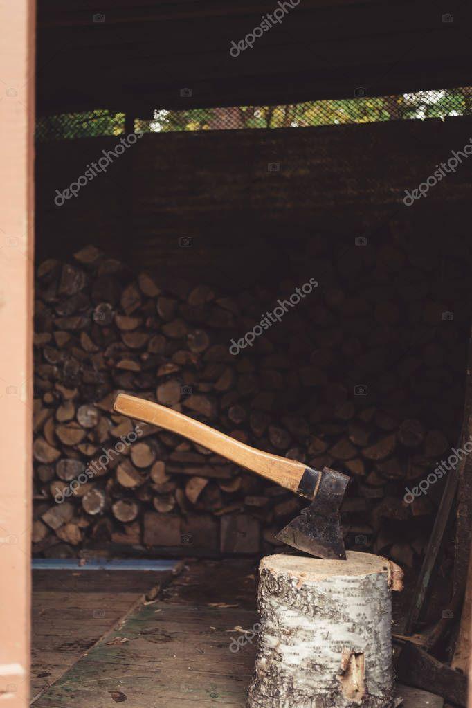 Axe for splitting firewood