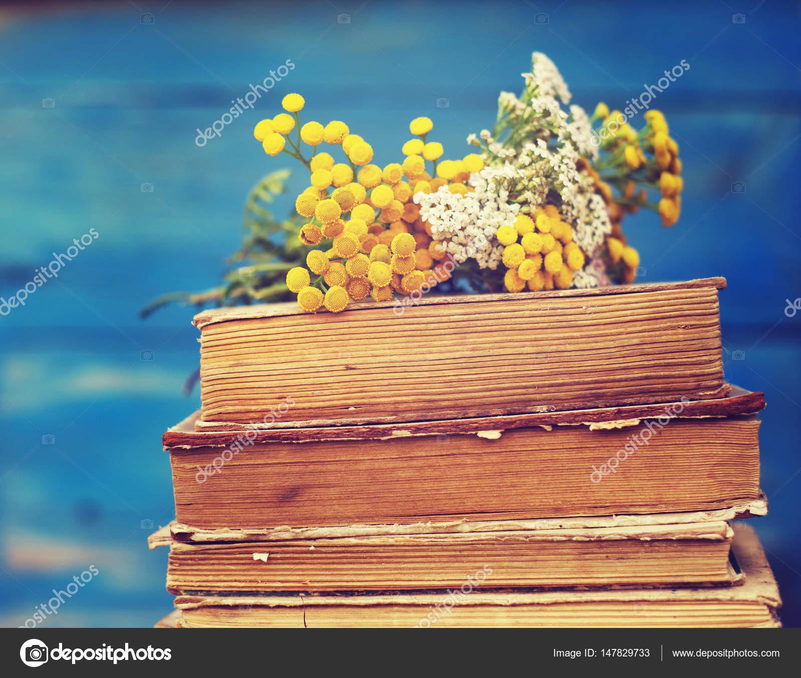 fiori gialli libri