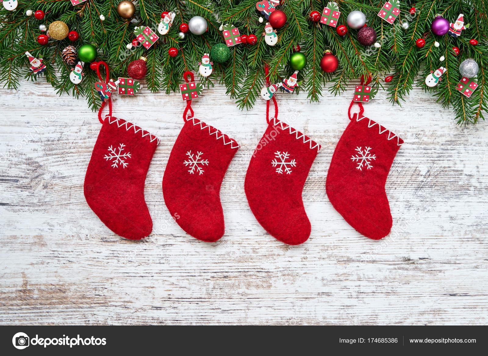 Fond Noël Chaussettes Noël Rouge Sur Fond Blanc Bois Sapin ...