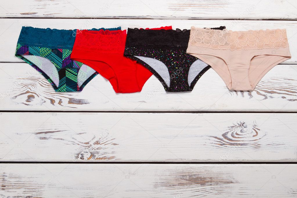 e18862bbd7 Conjunto de pantalones de algodón de varios colores. Diferentes panties con  encaje — Foto de margostock
