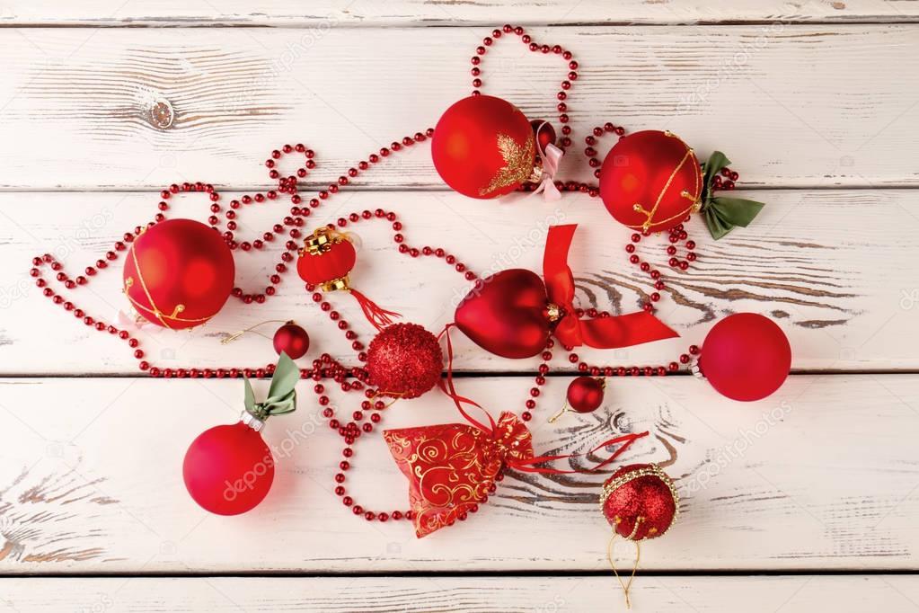Decorazioni In Legno Per Albero Di Natale : Anno nuovo decorazioni per lalbero di natale su un ba in legno