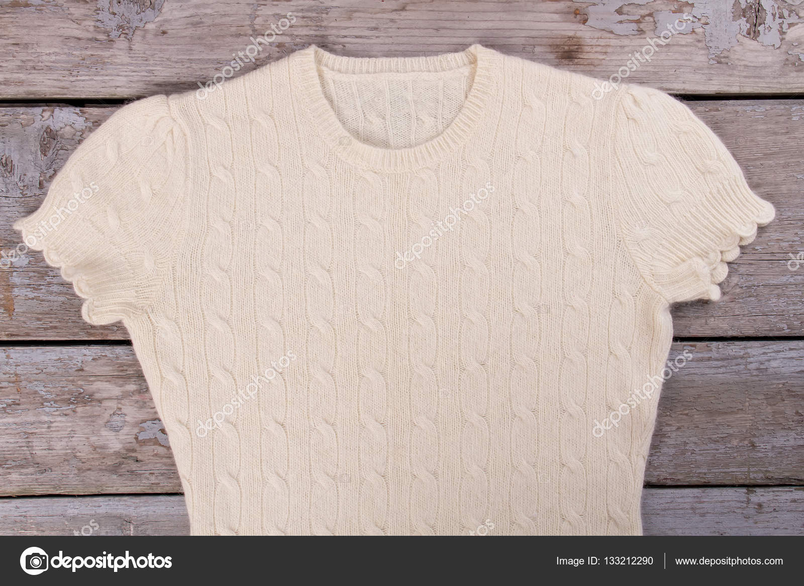 cfba75001e Könnyű Kasmír pulóver egy gyönyörű a minta a régi táblák. A gép kötő.  Kézzel készített pulóver — Fotó szerzőtől margostock