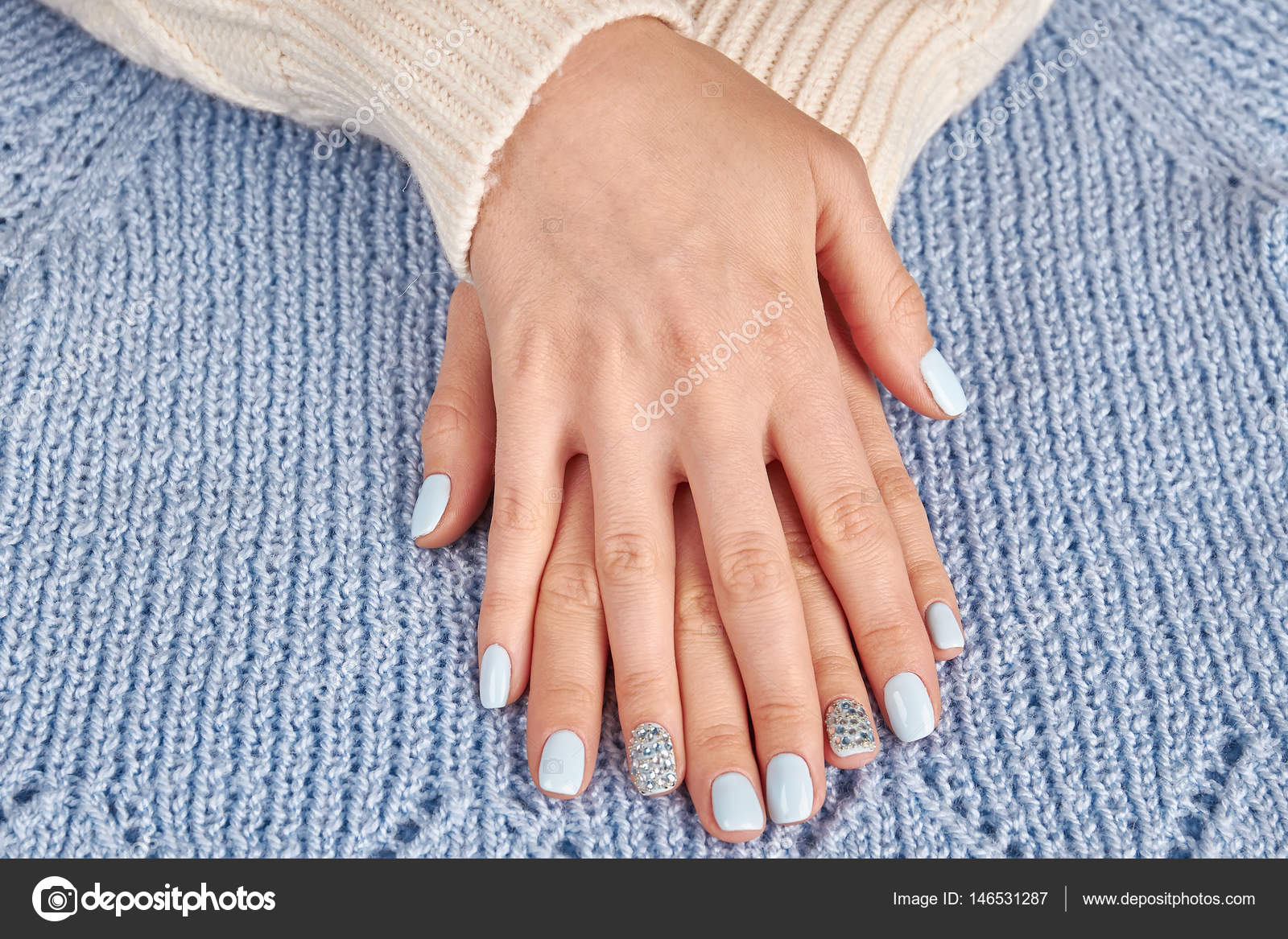 Beautiful well-groomed female hands close up. Women s hands with a stylish  manicure. — Photo by margostock dd8969590
