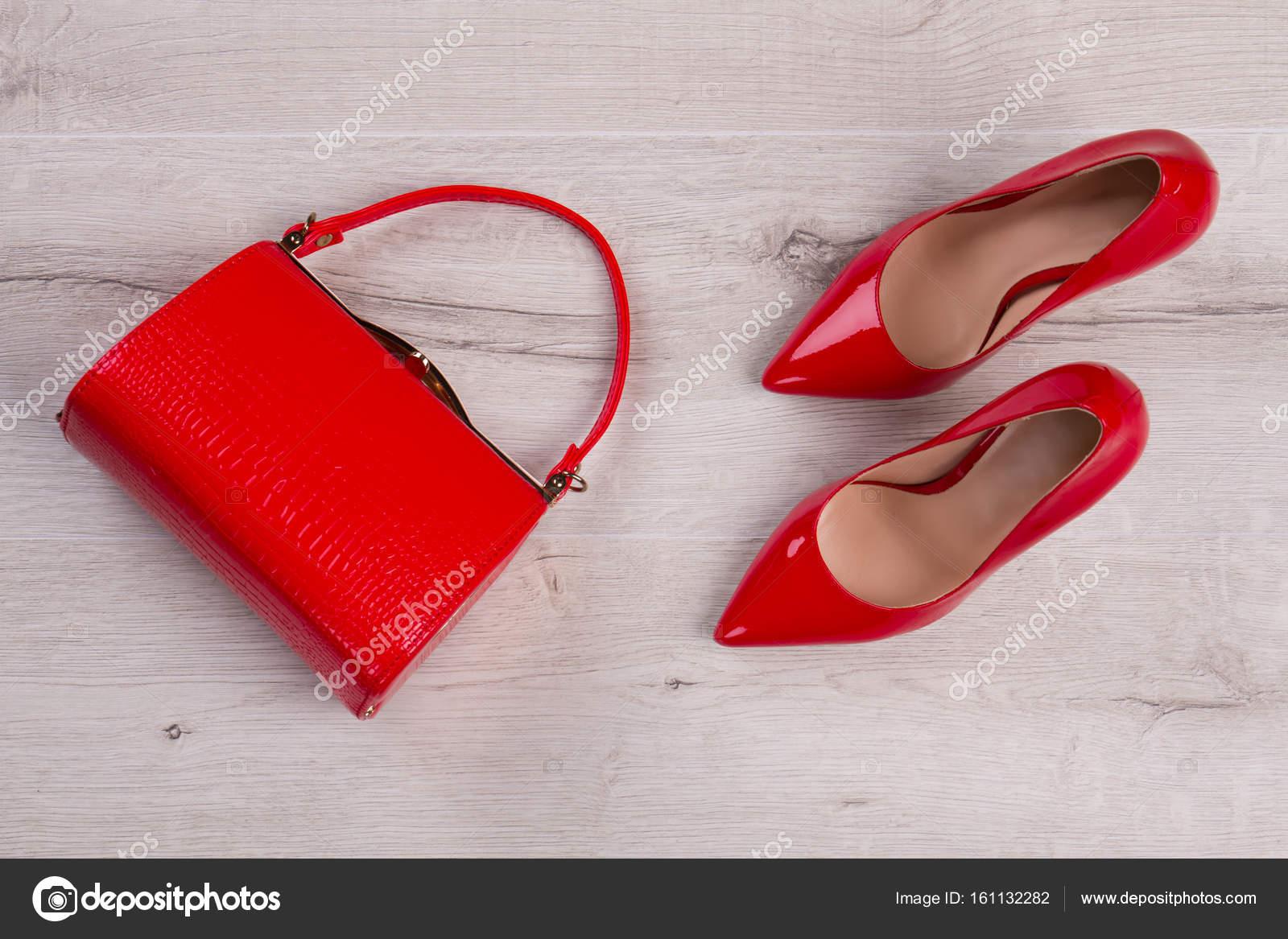 3001f9b27d Γυναικών κόκκινο σετ — Φωτογραφία Αρχείου © margostock  161132282