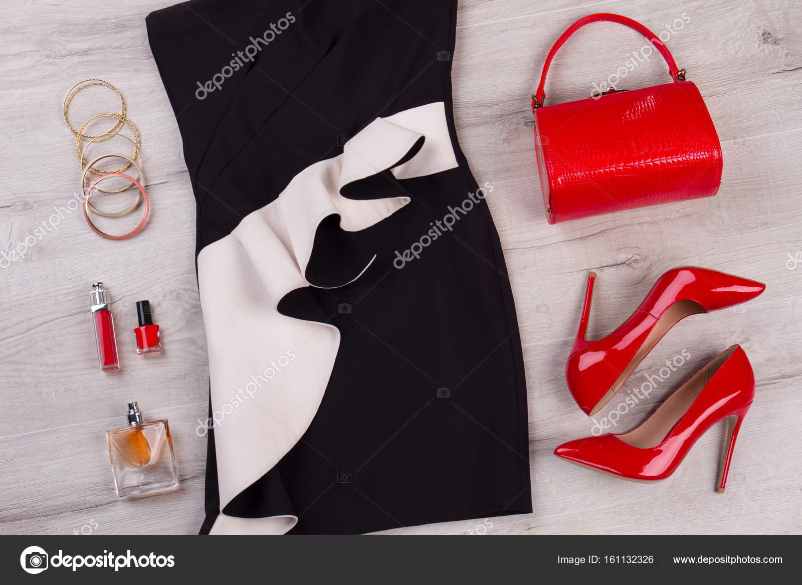 Fekete-fehér ruha 5fbacc77f5