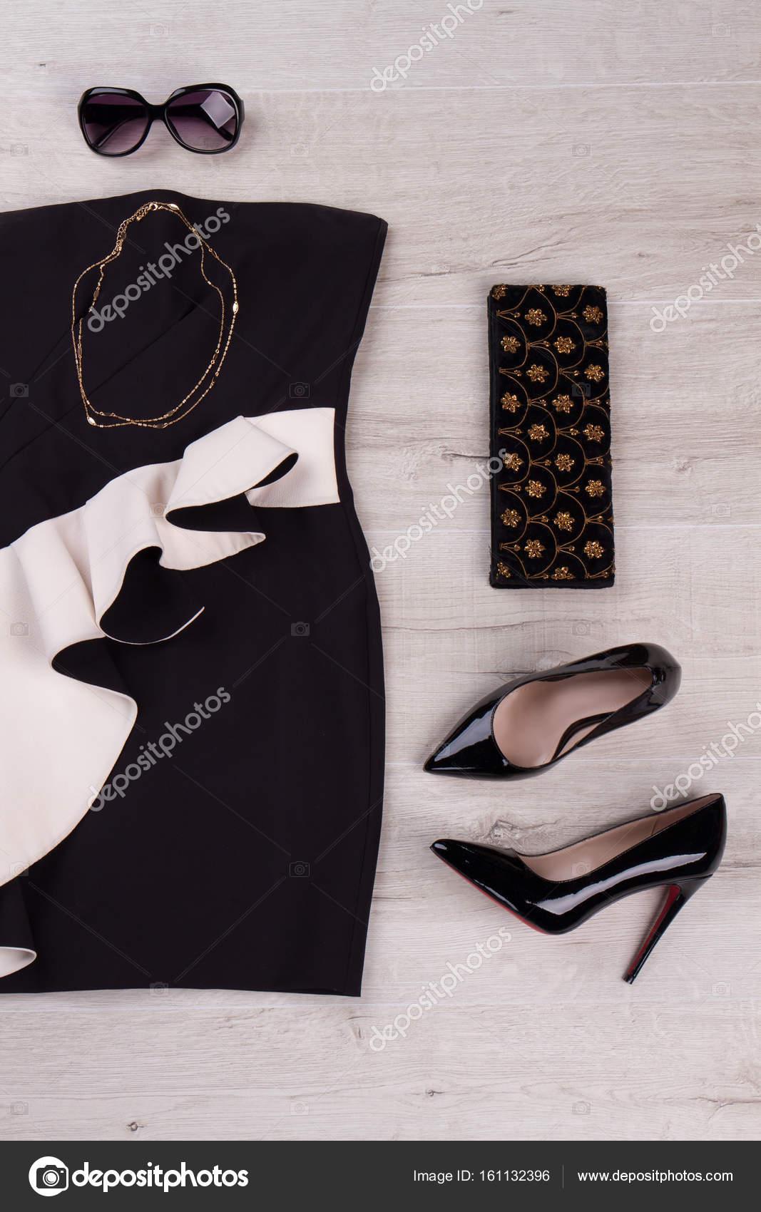c61246040e4d Κλασικά γυναικεία στολή βραδιά — Φωτογραφία Αρχείου © margostock ...