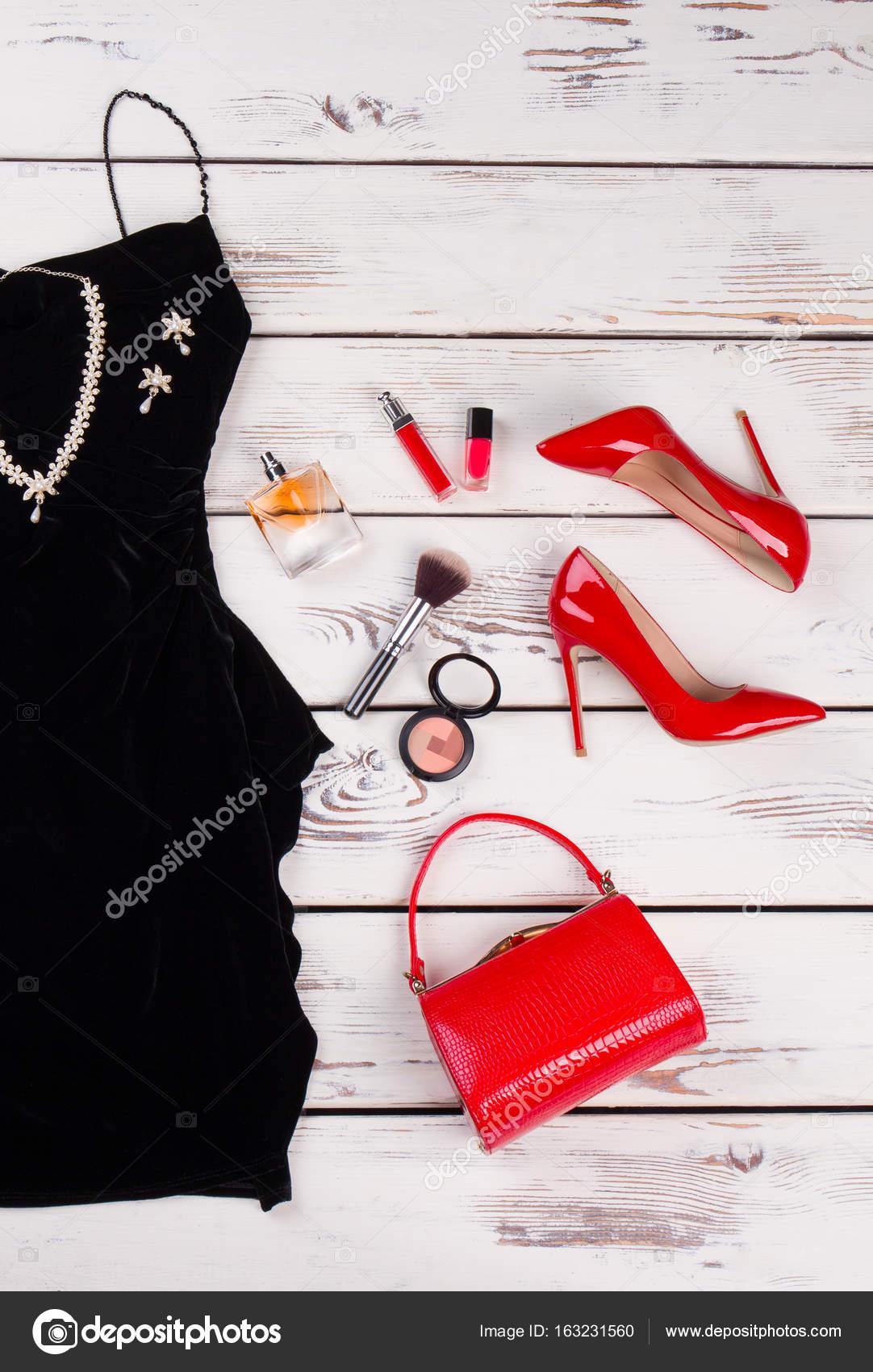 f03ed1224f6e Letní módní oblečení a doplňky — Stock Fotografie © margostock ...