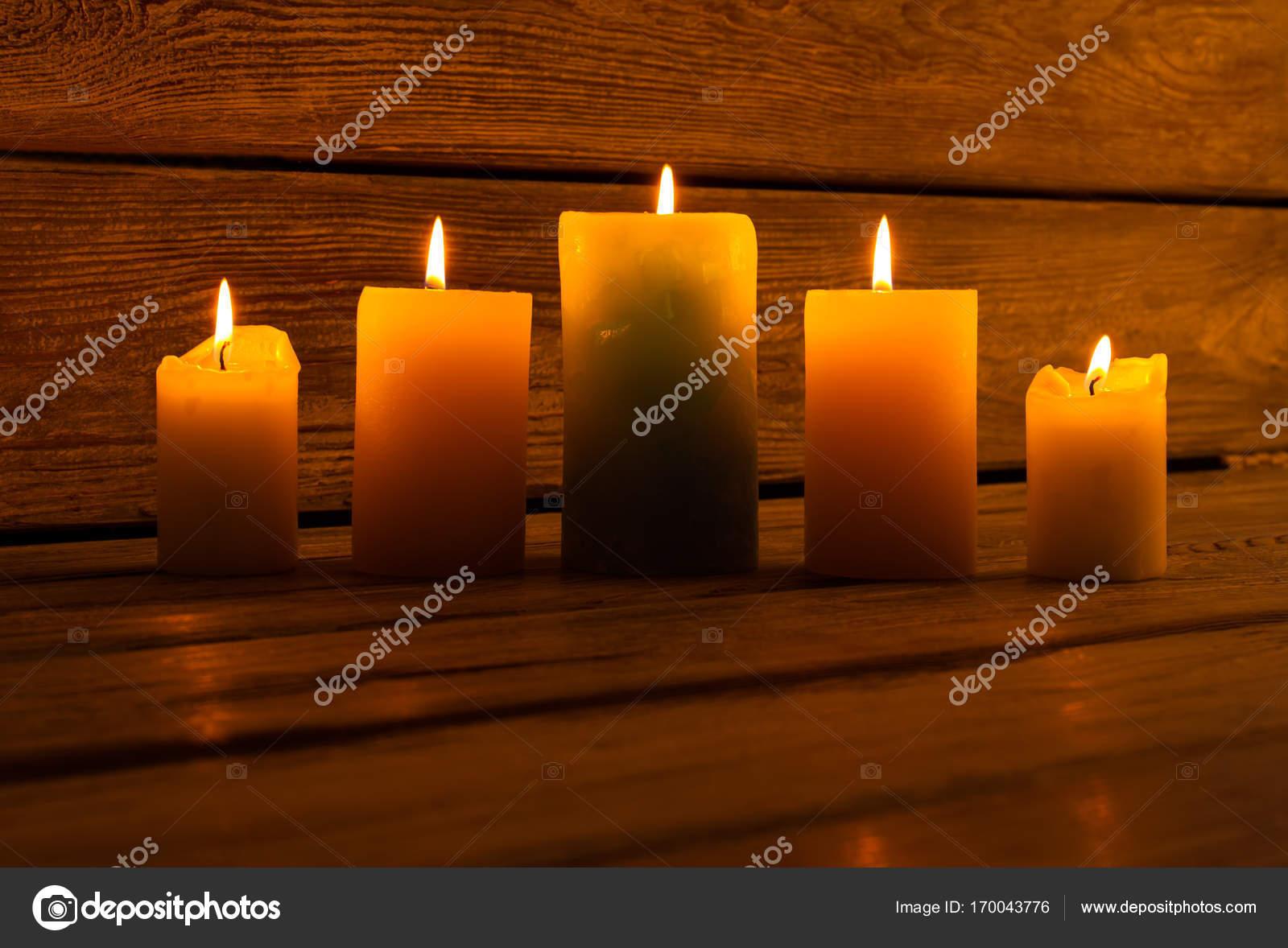 Wiersz Z świece Filar Zdjęcie Stockowe Margostock 170043776