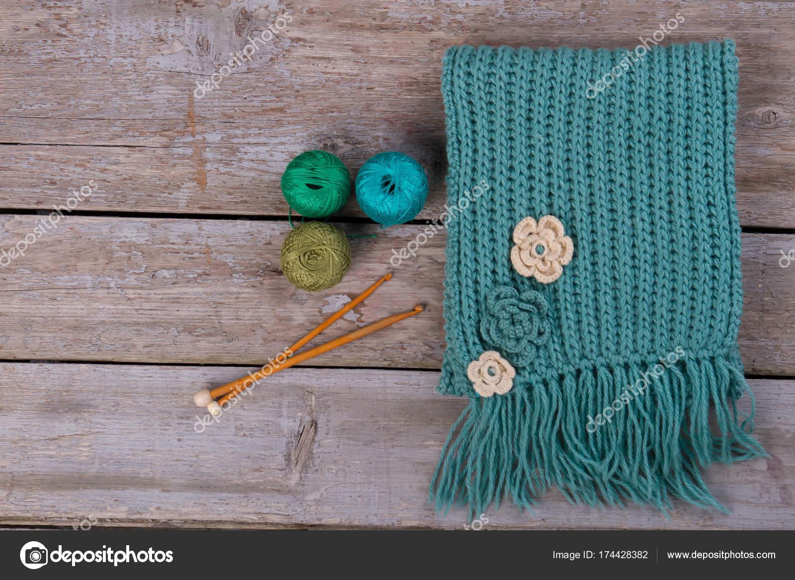Turkooizen Sjaal Met Bloem Ornament Stockfoto Margostock 174428382