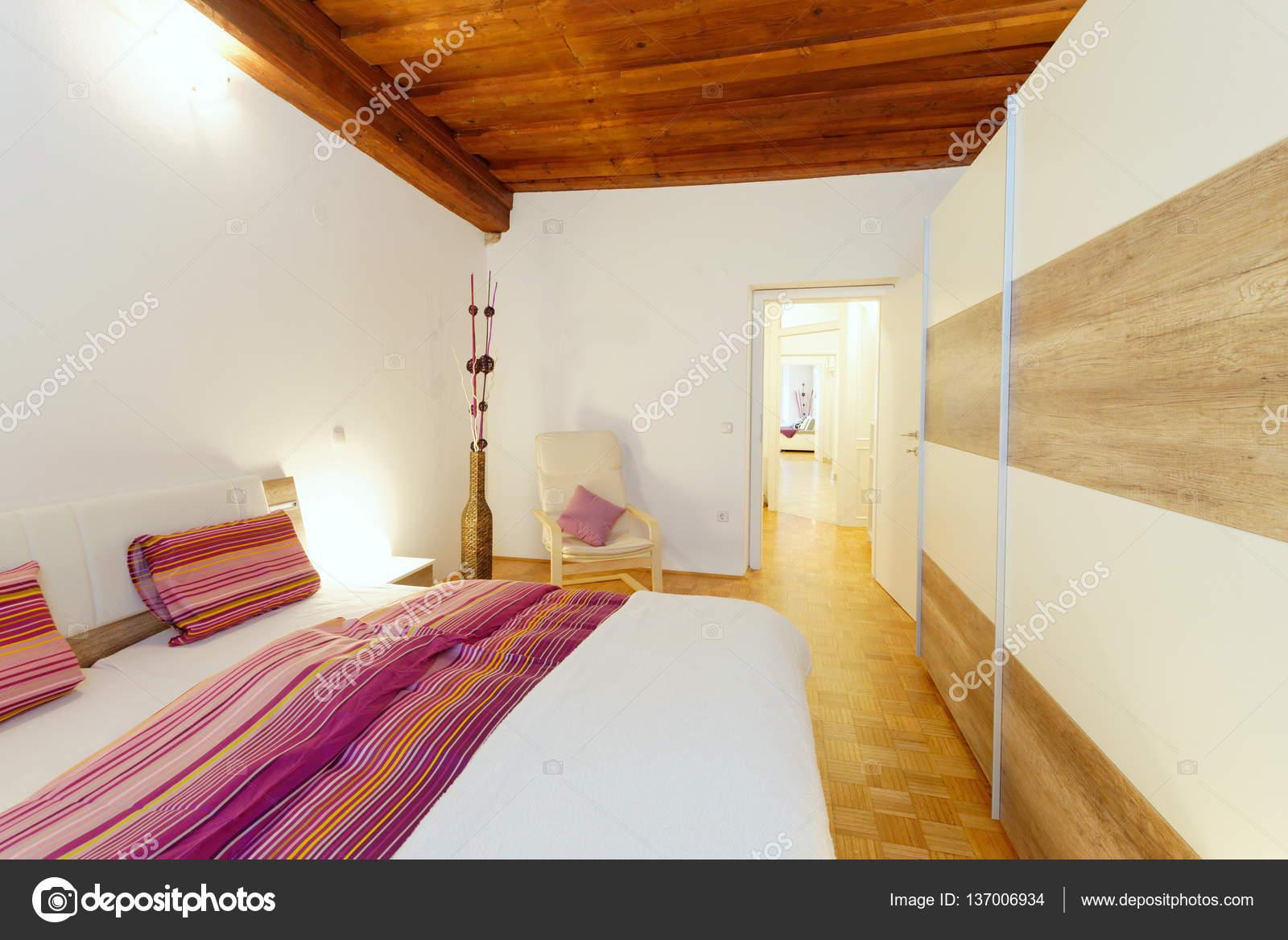 Stylowa Biała Sypialnia Zdjęcie Stockowe Visionsi
