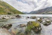 Lago di Multinskiye mediale. Paesaggio autunnale di Monti Altai, Russi