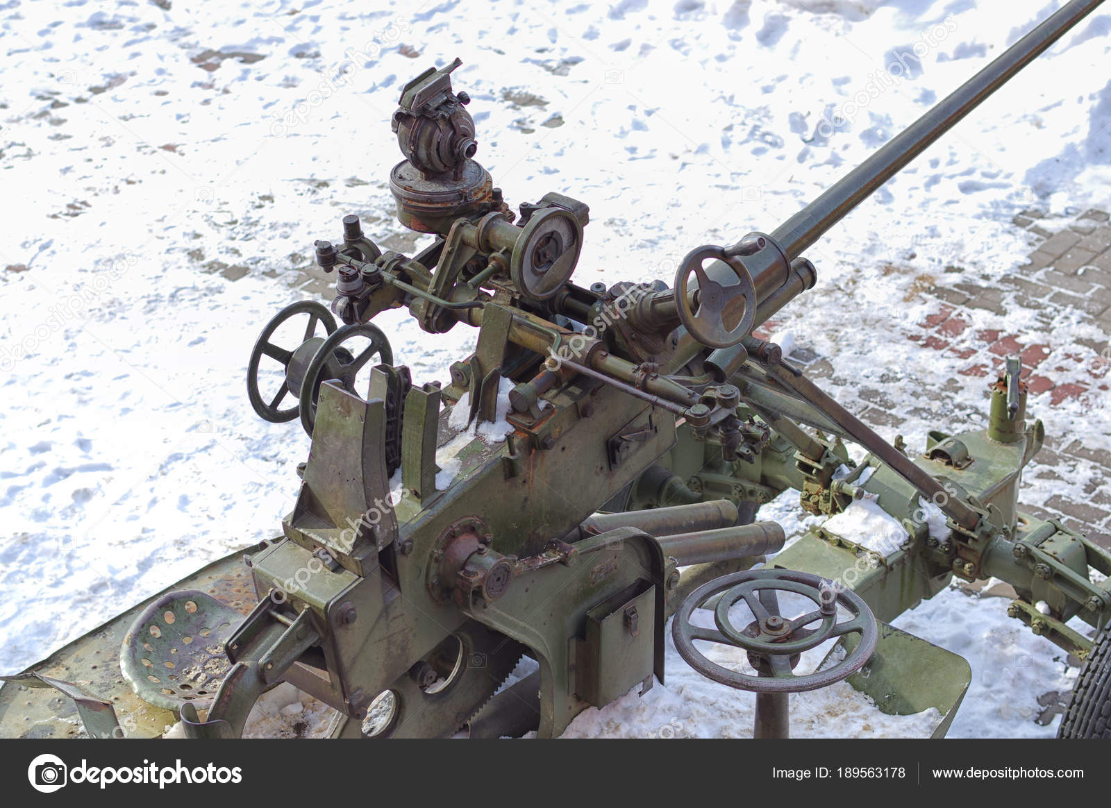 old antiaircraft artillery gun destroys the enemy with shells, t
