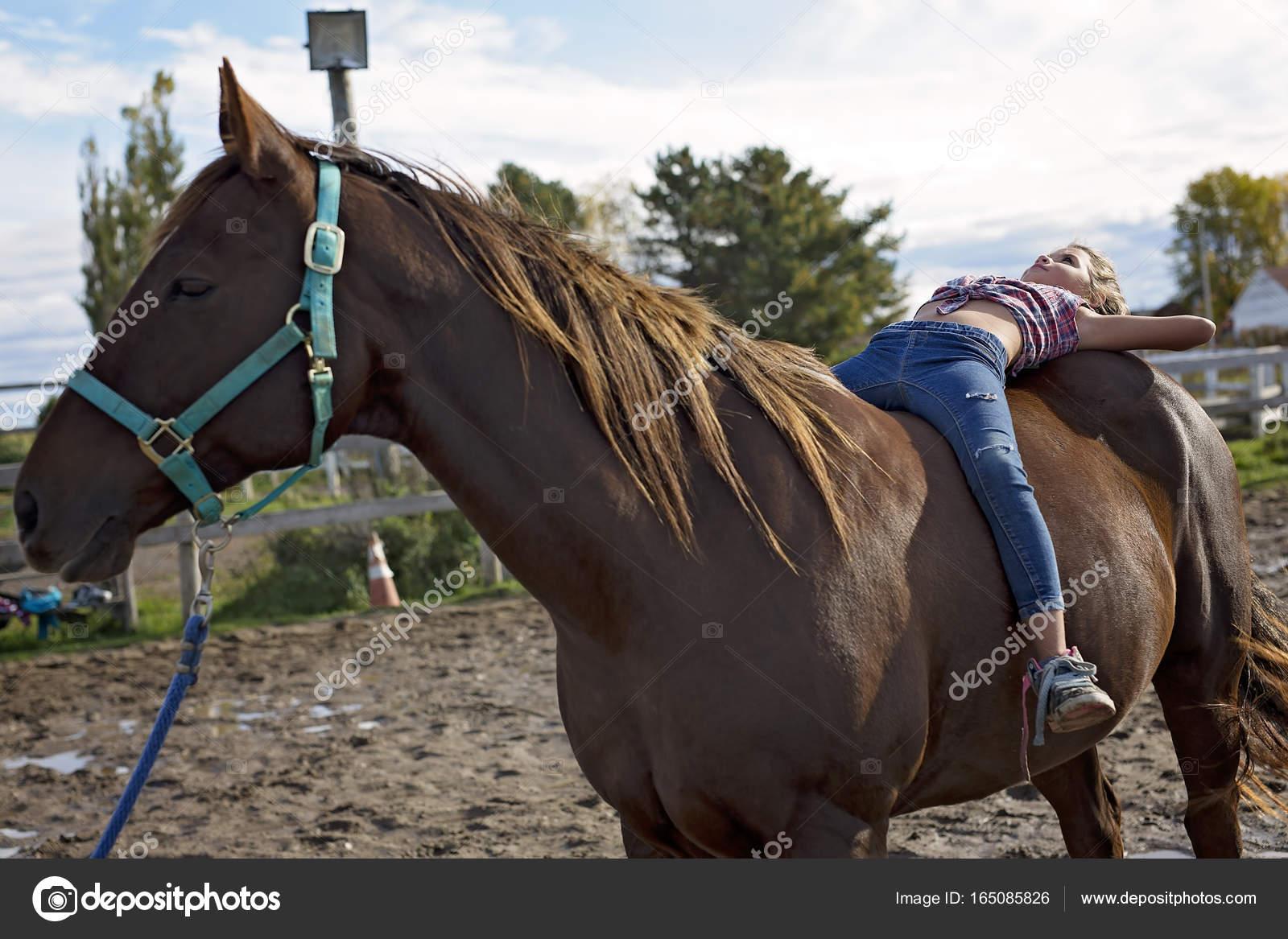 νεαρό άλογο κορίτσι vintage πλήρη πορνό ταινία