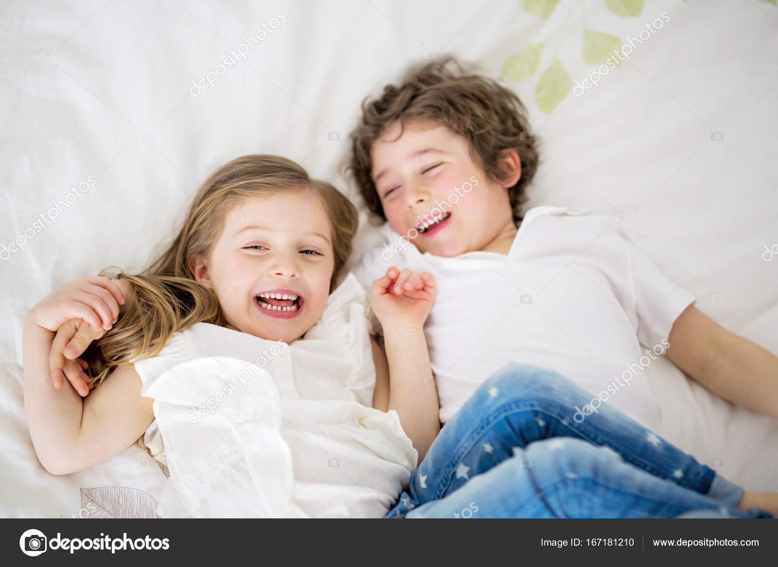 Сестра ибрат ебутся, Брат и сестра порно. Смотреть брат ебет сестру порно 17 фотография