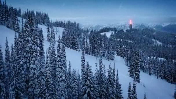 Požární Beacon vypalování na zasněžené hory