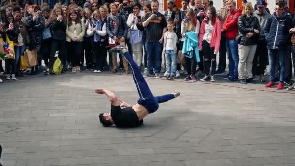 Resultado de imagem para breakdance rua