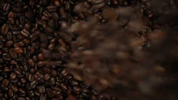 Režijní Shot zrnkové kávy přelijete do hromady